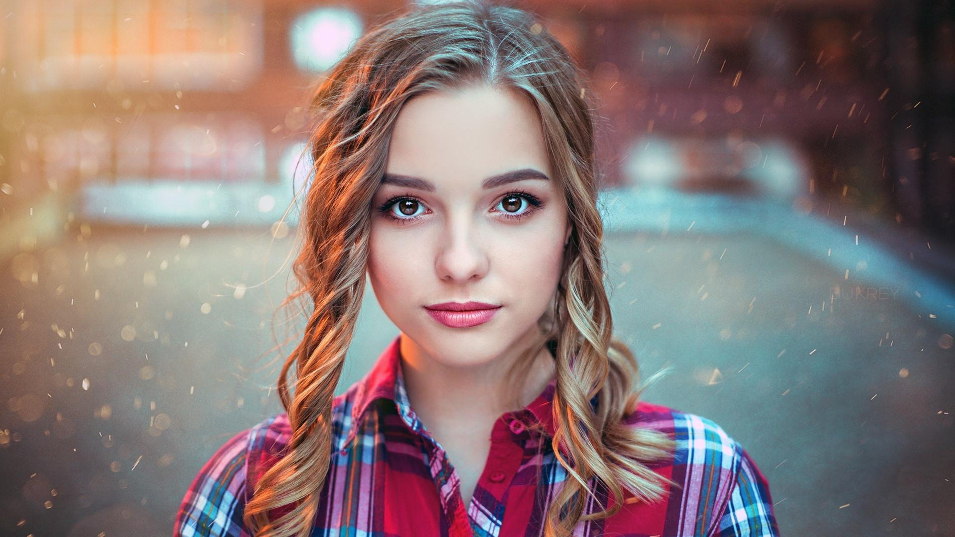Cute And Beautiful Girl HD Wallpaper For Desktop