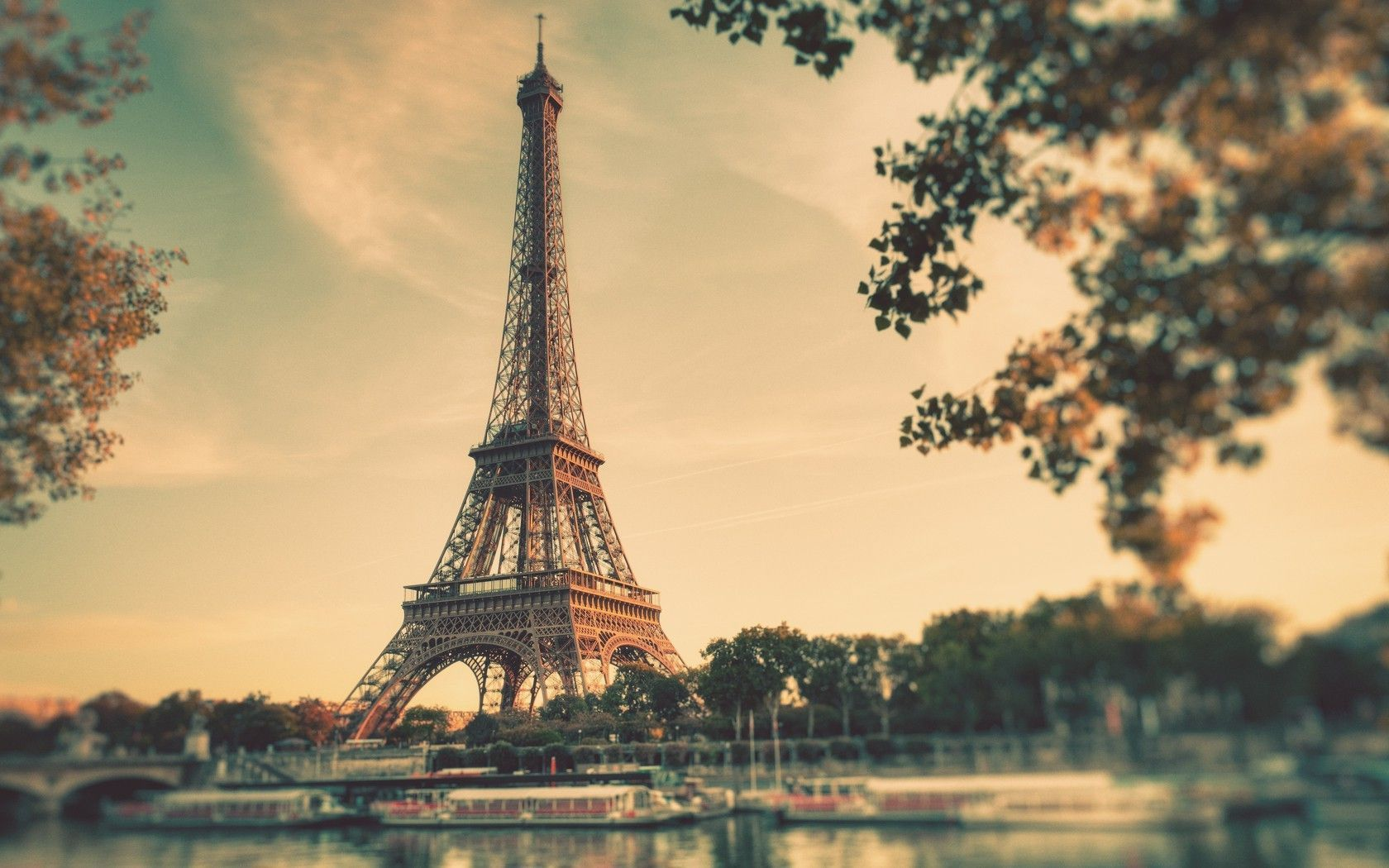 Ways That You Can Decorate Your Home With Paris Wallpaper