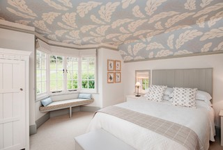 How to Pick the Right Wallpaper For Your Ceiling