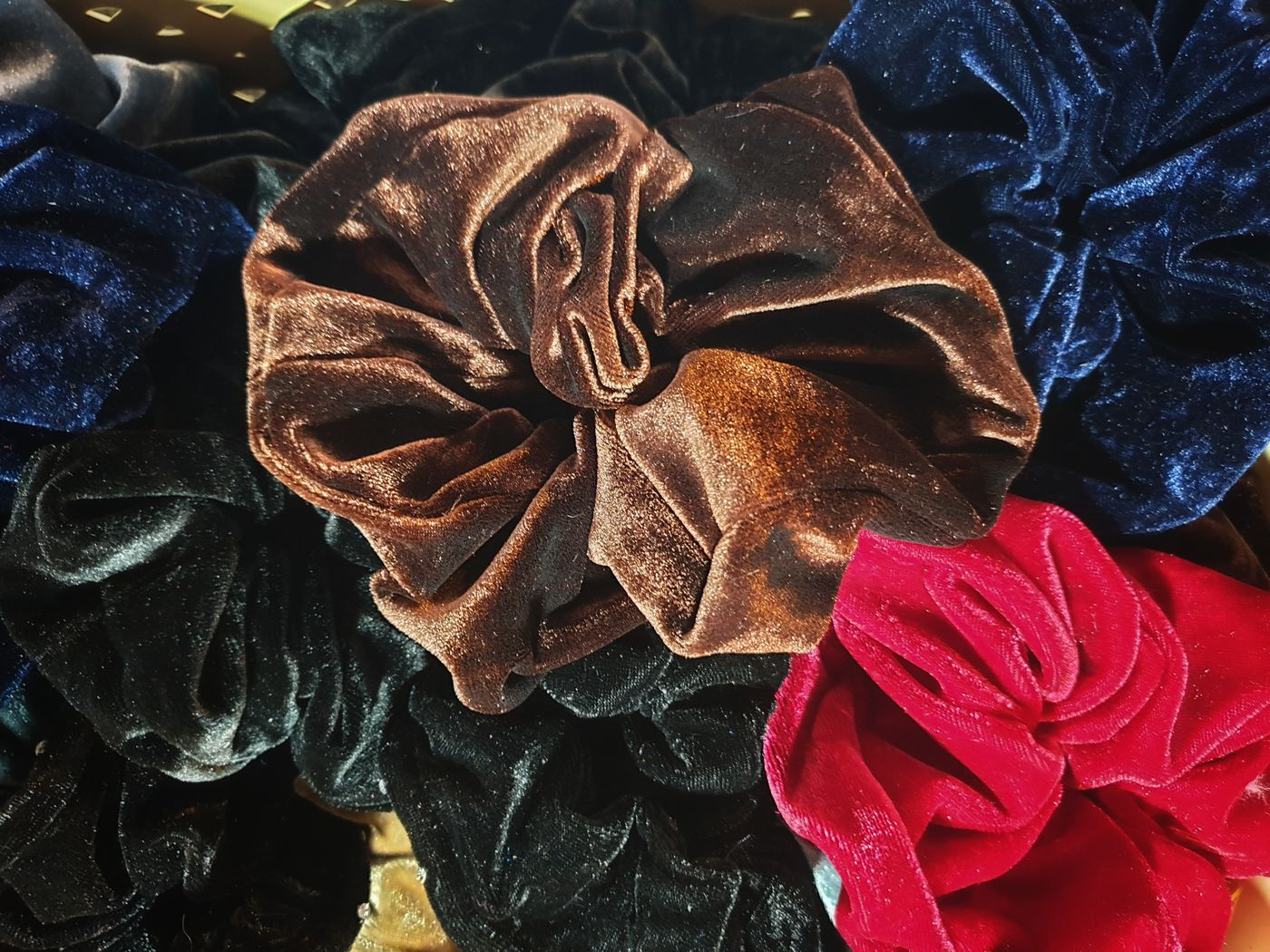 Scrunchie Wallpaper Picture design – Warm and Inviting