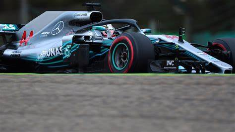 Change your PC's wallpaper with F1 Picture designs
