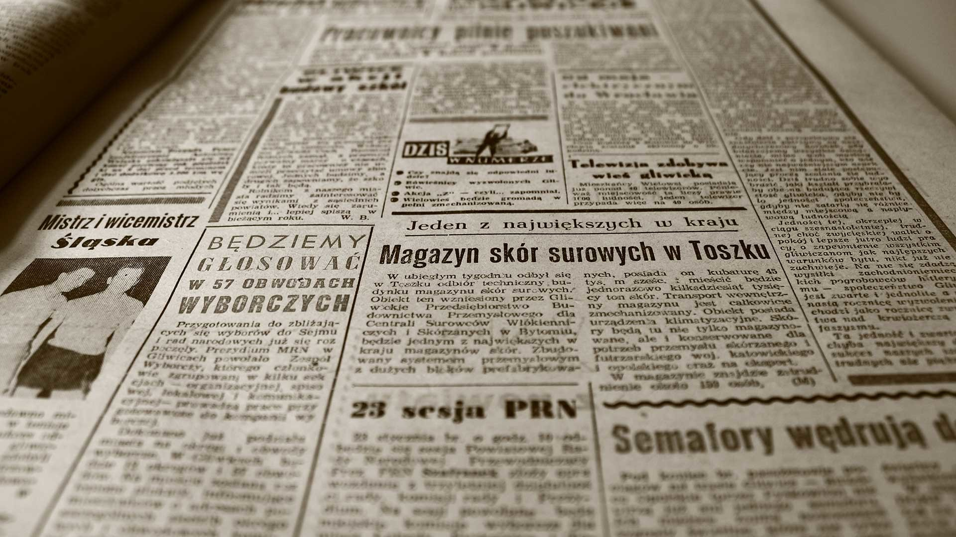 Newspaper wallpaper Brings Your Home a New Look