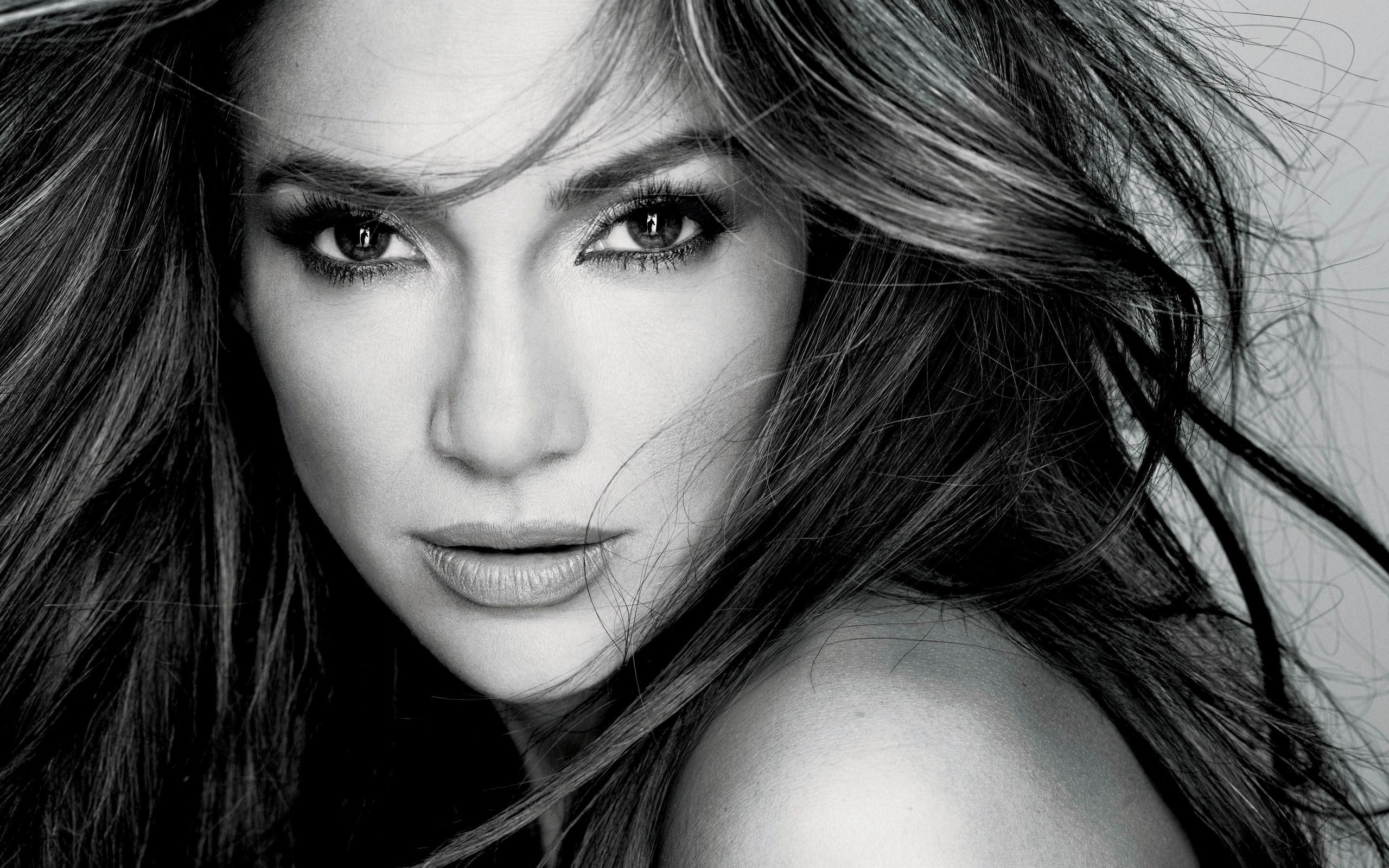 Looking For Pictures of Jennifer Lopez?
